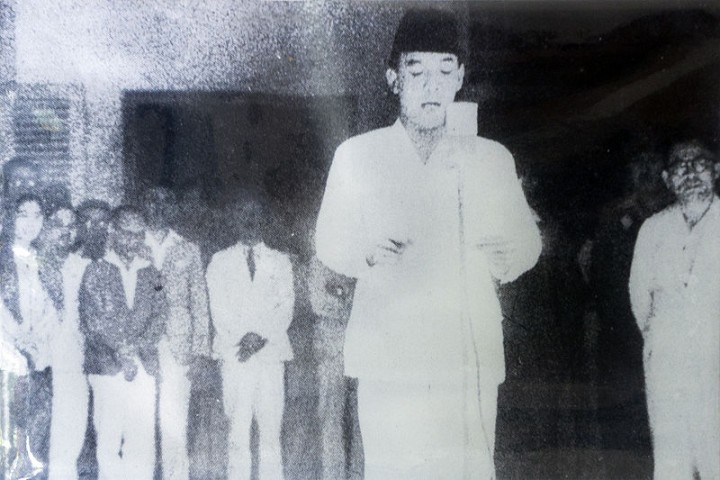 Sukarno declares indepndence Image public domain