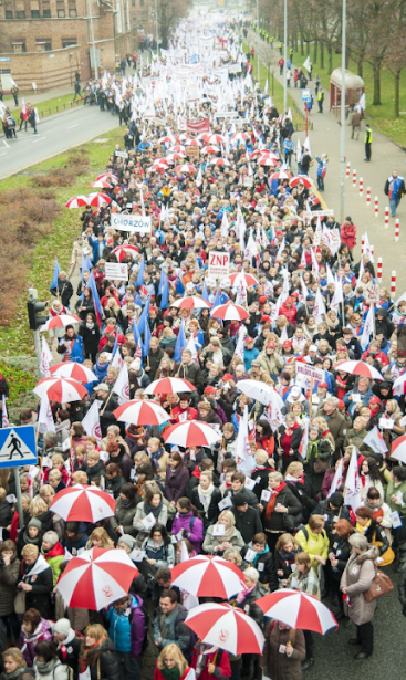 Demonstration in support of striking teachers called by the Warsaw MKS and ZNP Image fair use