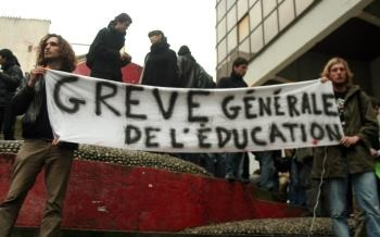 The power of the strike is already beginning to show its effects. Many university presidencies have now declared their opposition to the Pécresse reforms, despite most not giving their formal support to strikers. Photo by farfahinne on Flickr.