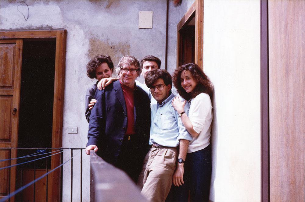 格兰特于1980年代与意大利支部的一些同志们合影